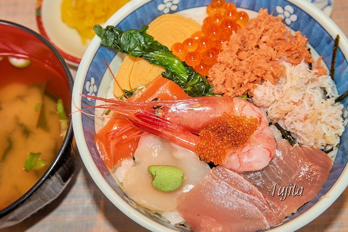 500円海鮮丼は手抜き感一切なし!