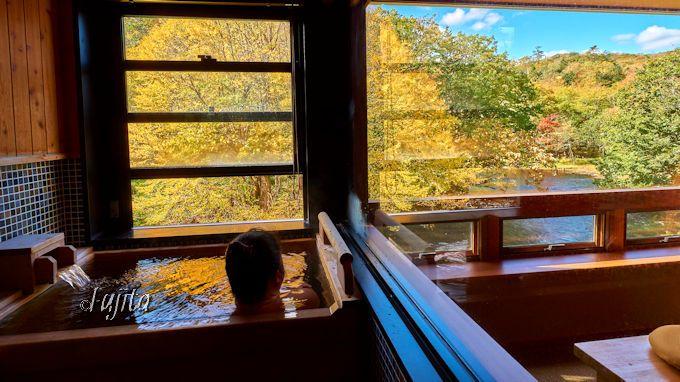 客室の展望温泉で紅葉狩り!北海道「カムイの湯 ラビスタ阿寒川」