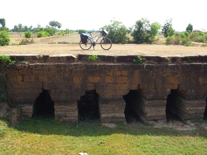 シェムリアップからコンポンクディ周辺に、今も残る古代の道