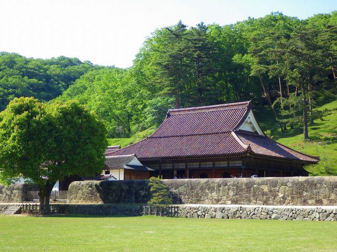 屋根瓦は全て備前焼!圧倒的な美しさを誇る、日本遺産「旧閑谷学校講堂」