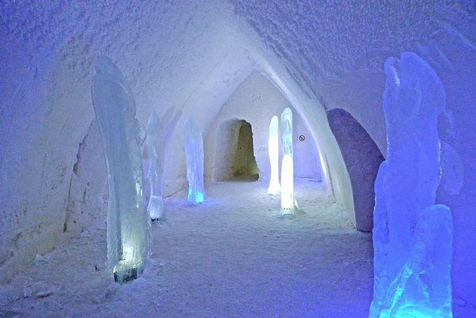 雪と氷でできたスノーホテルとは?