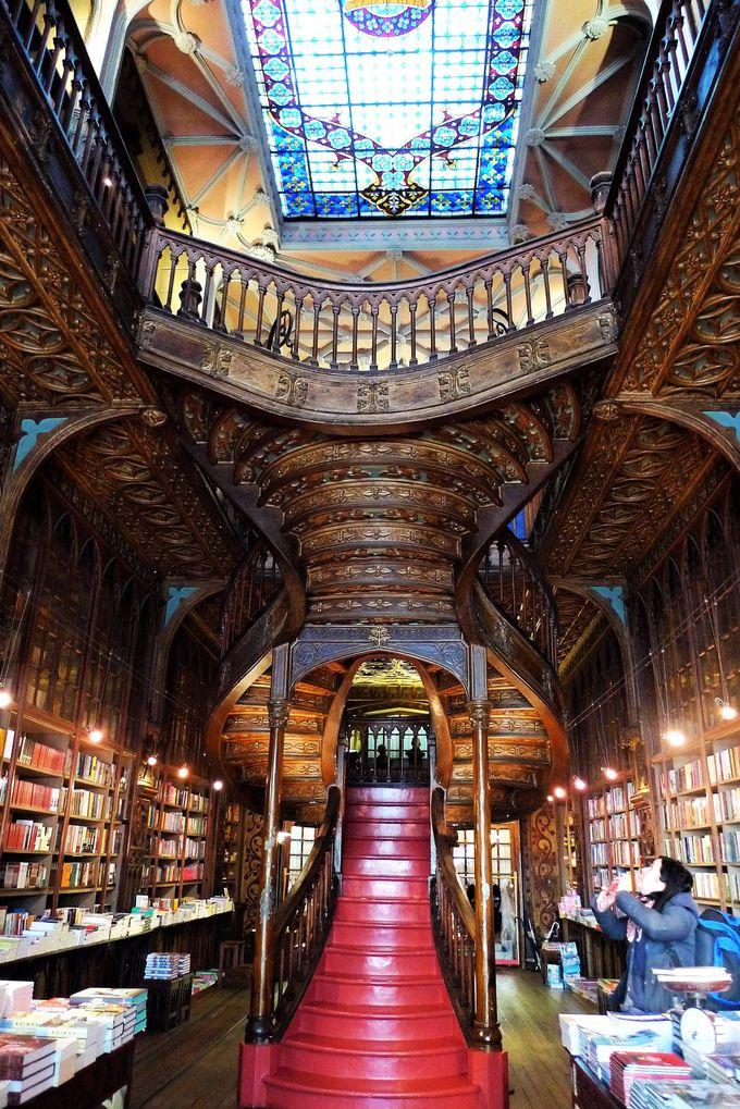 魔法学校図書館のモデルは町なかの小さな本屋?