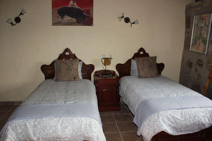 スペインアンティック風の寝室