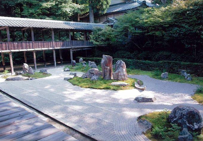 静かに名庭と対峙できる「龍潭寺」