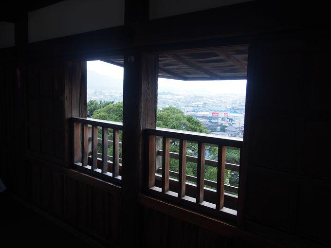 最上階は高欄付き廻縁