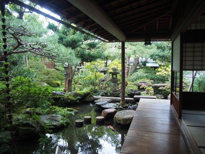 斬新な構成と多彩な要素からなる庭「野村家跡」