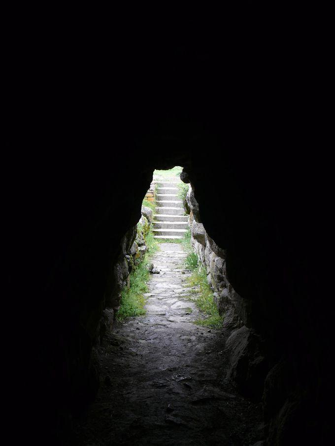 城砦の外に通じるトンネル