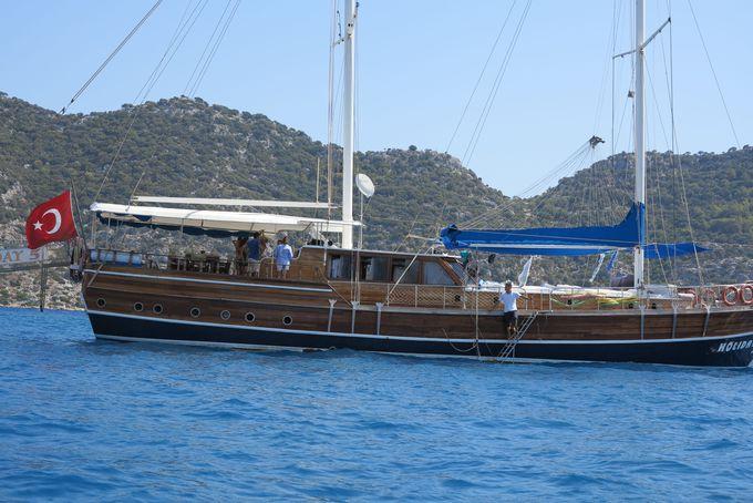 地中海沿いのフェティエ港からブルーツアーが出発