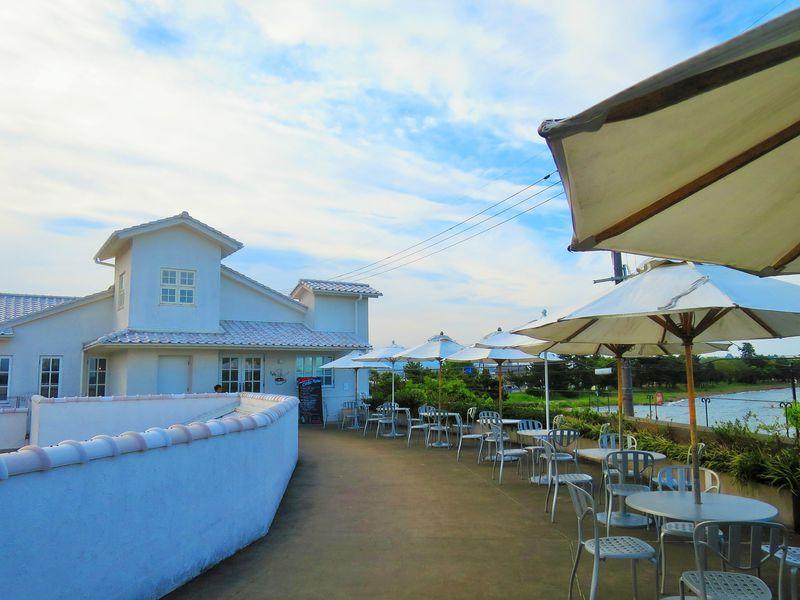 琵琶湖を望む白亜の「ジュブリルタン」クラブハリエが手がけるパン専門店!