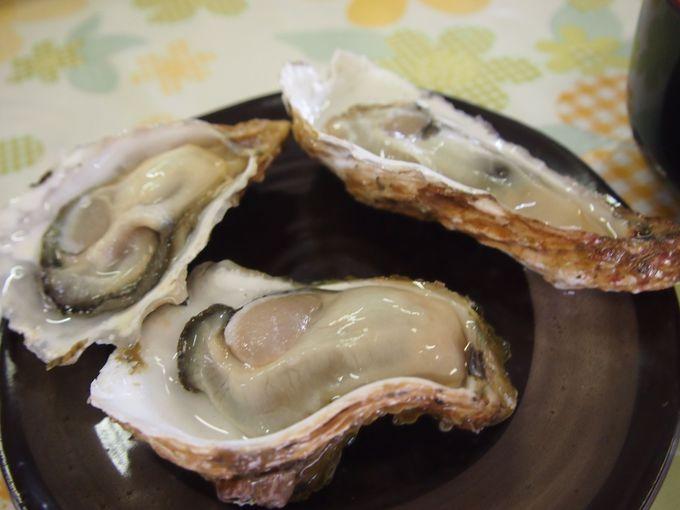 剥きたて新鮮な生牡蠣