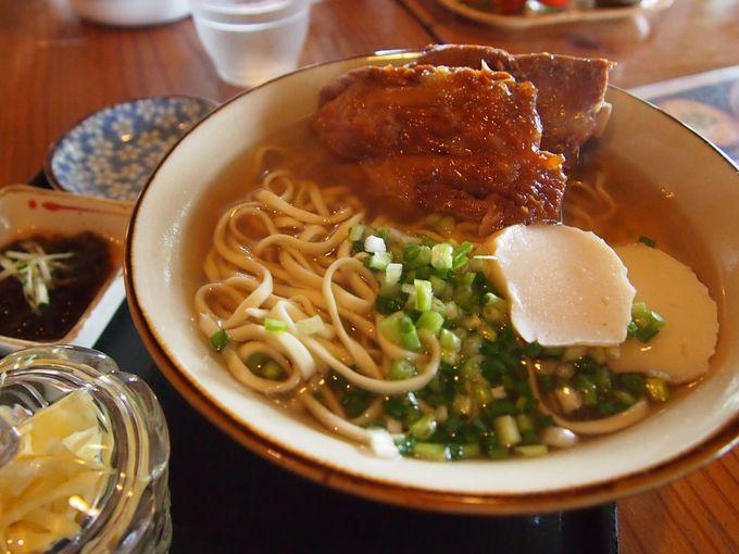 初めて食べる沖縄そばならここ!古きよき沖縄の風情が残る「しむじょう」