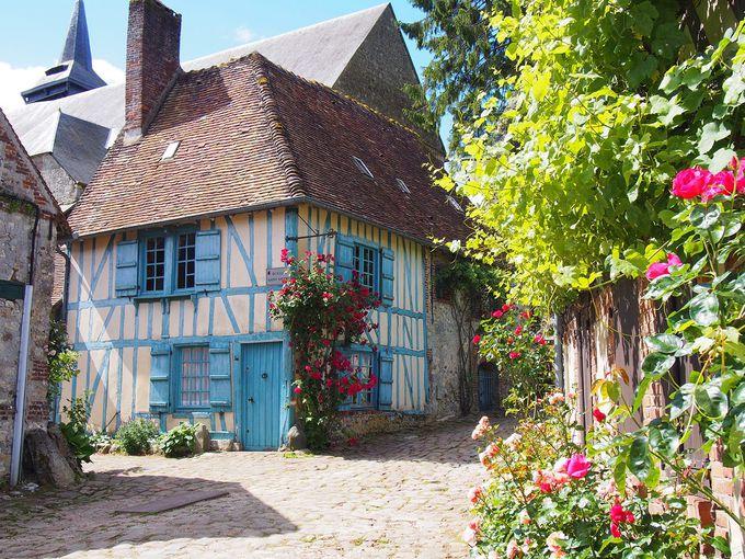 村の中で一番有名な家 Maison Bleue(青い家)