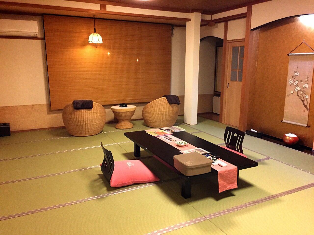 「木造の宿 橋津屋」のセンスが伺える客室の数々