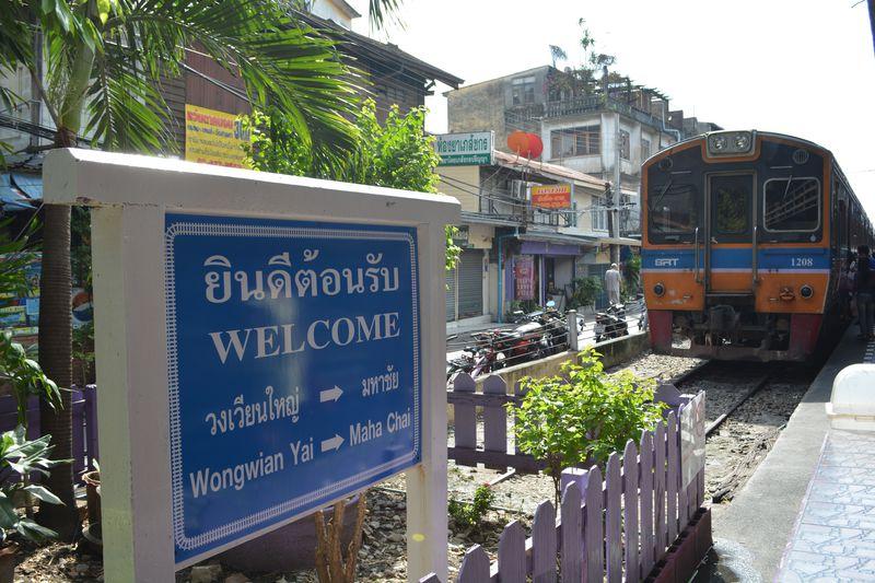 バンコクから気軽に小旅行!ローカル線で行く港町マハチャイ