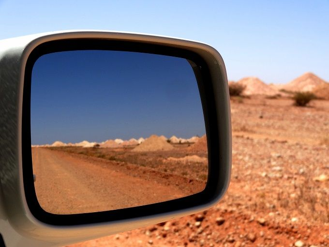 豪州をドライブで体感!アデレード発ワイナリー経由荒野行き