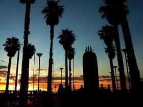 1秒ずつ深まる夕陽が美しい、豪州アデレード「グレネルグ」
