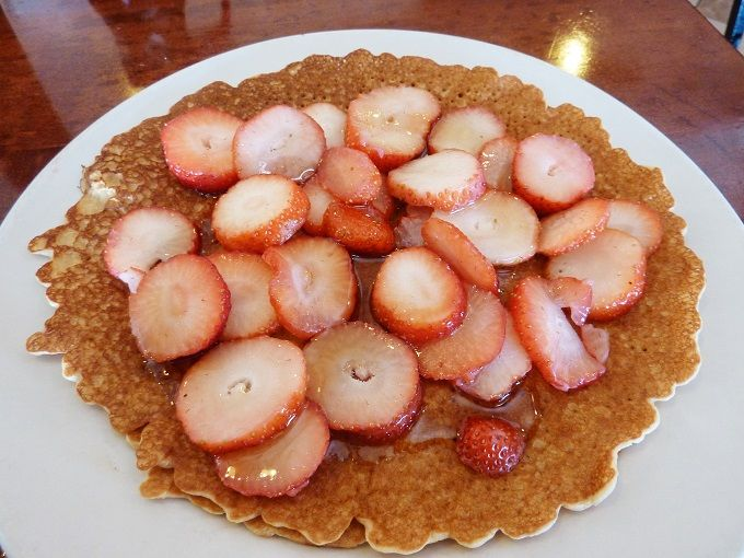 フルーツたっぷりのうす焼きパンケーキ