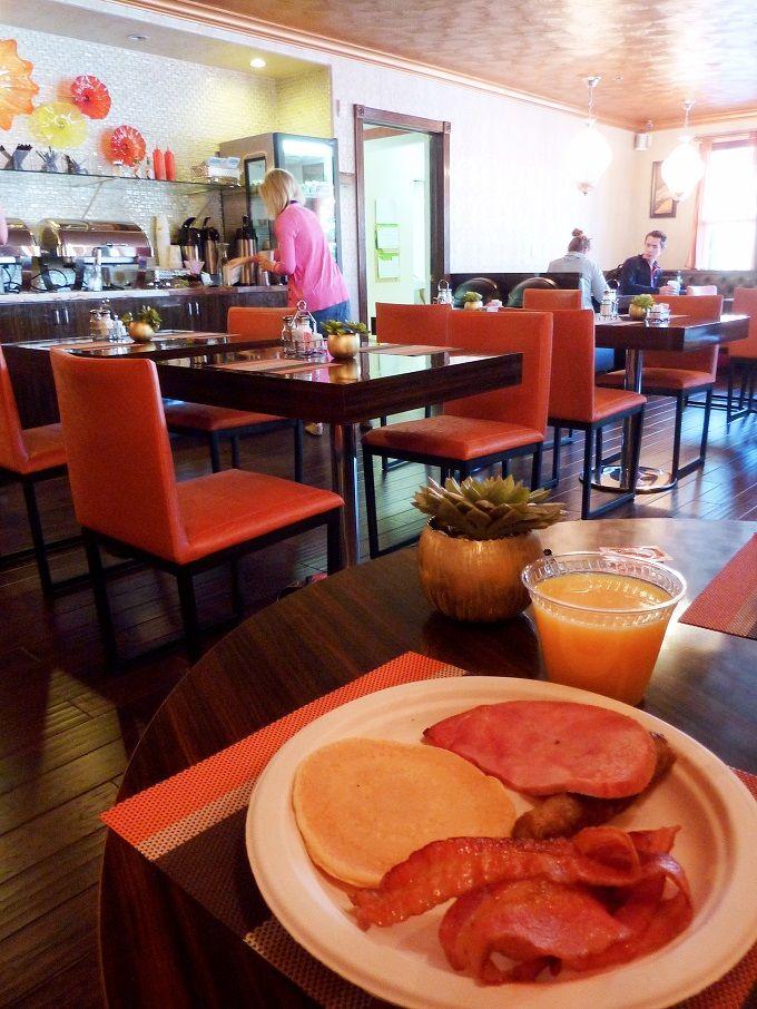 アンティークなホテルで朝食を