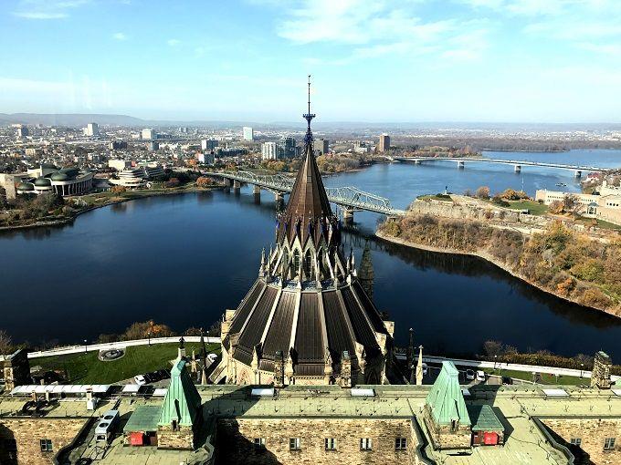 「平和の塔」から首都を360度望む
