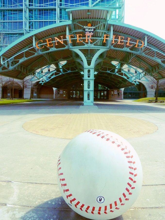 歴史的建造物に併設したドーム球場「ミニッツメイドパーク」