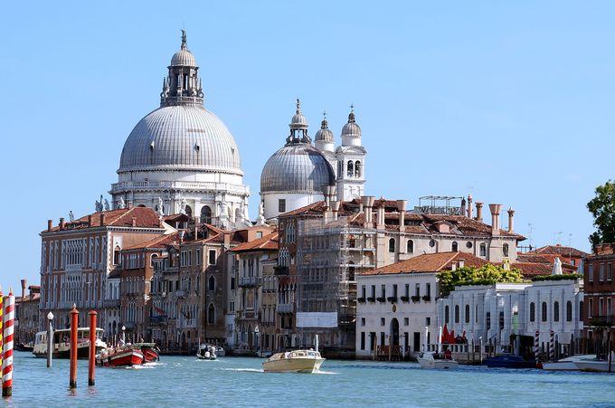 交通は船か徒歩のみ。海の上に造られた街