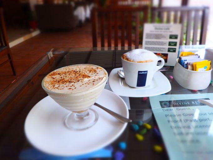 お昼は自由時間 カフェでのんびり過ごそう