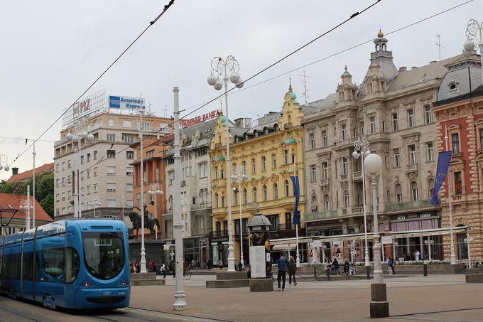 まずは町の中心「イェラチッチ総督広場」へ向かおう