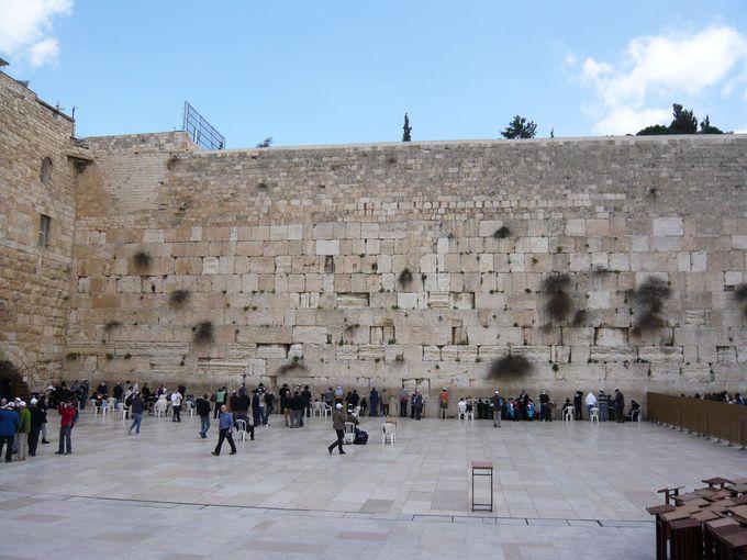 ユダヤ教徒の祈りの場「嘆きの壁」