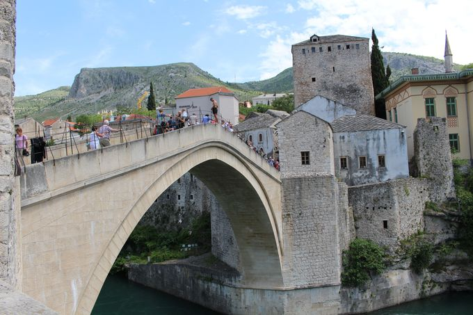 モスタルの平和の象徴「スターリ・モスト」