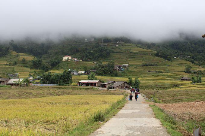 ライステラスを進み少数民族の村を訪ねる