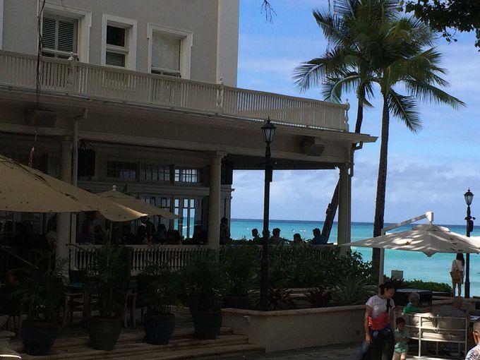 海辺の朝食と夜のビーチ・バー