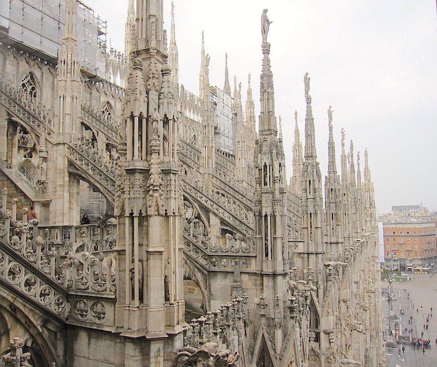 超圧巻!!世界最大級のゴシック建築、ミラノのドゥオーモ