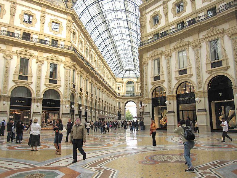 幸せを招く!ミラノ、ヴィットーリオ・エマヌエーレ2世のガッレリア
