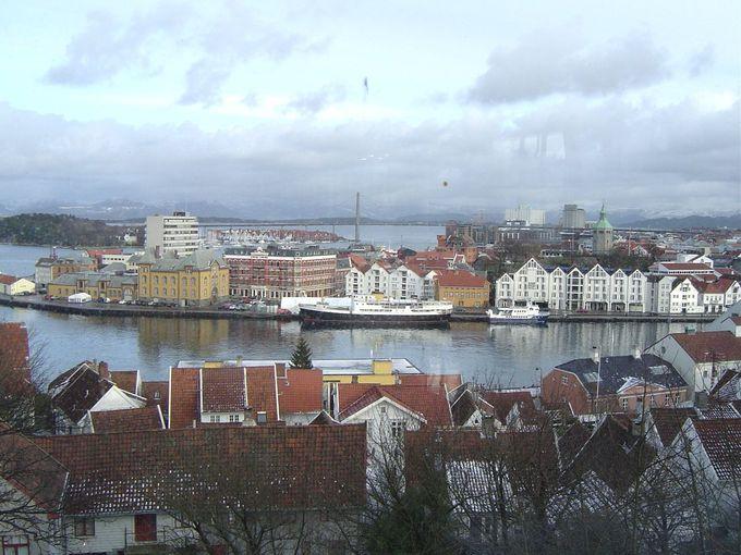 丘の上から眺めるスタヴァンゲルの町並み