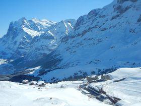 スイス名峰に囲まれたクライネ・シャイデックで絶景を楽しむ