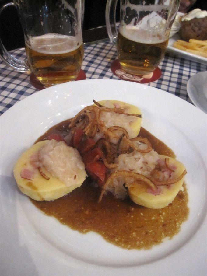 クネドリーキの豚肉詰め/Bramborove knedliky plnene masem