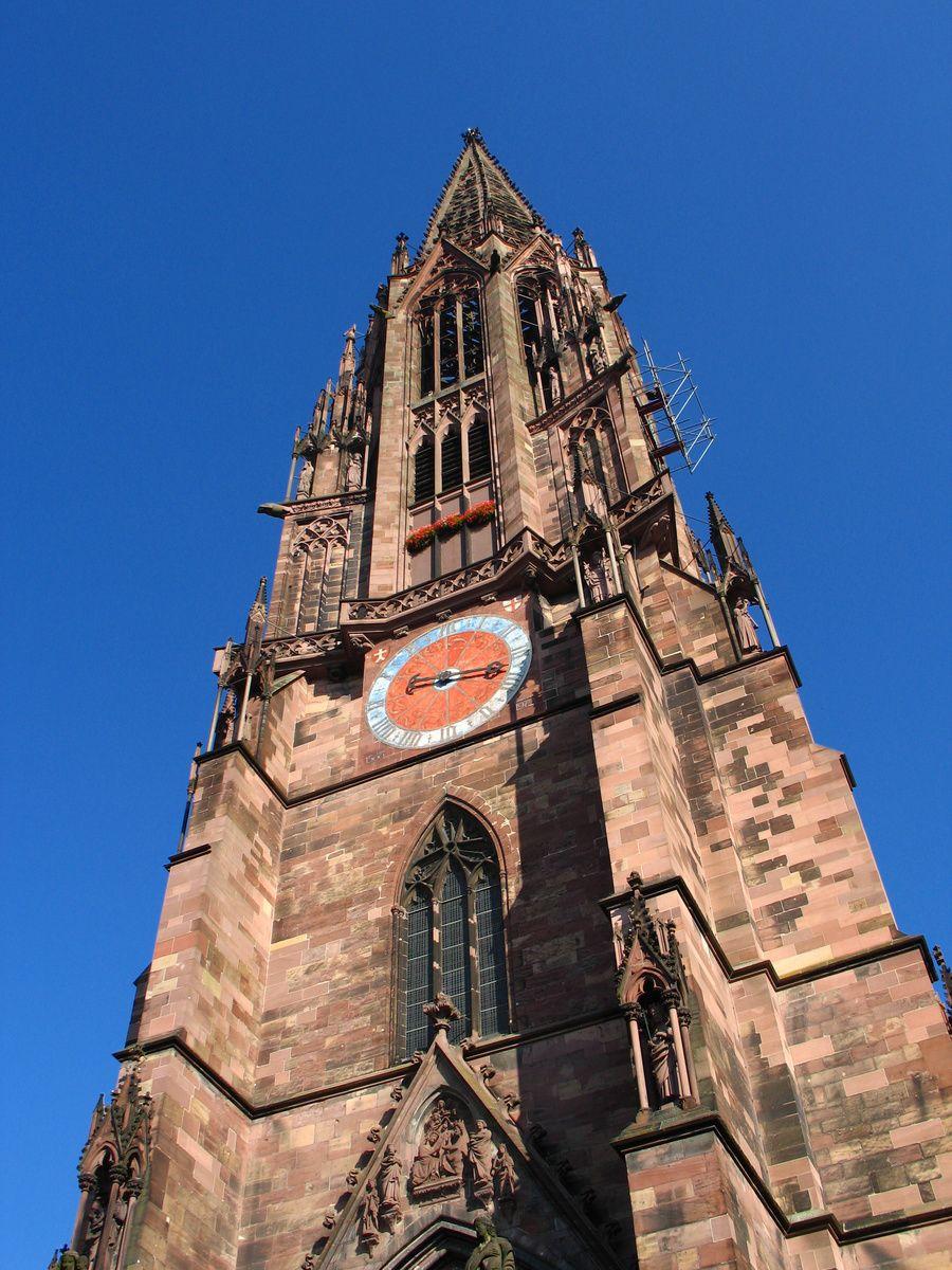 フライブルク朝市の紹介の前にまずは大聖堂を見てみよう♪