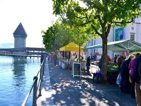 スイス、ルツェルンの朝市で美味しいお土産探しをしよう!