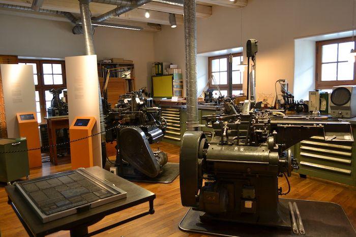 最上階は巨大なタイプライターからレアな印刷機まで