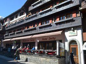 駅チカ、スイスの山小屋風スタイルが魅力 ツェルマット「ホテル ダービー」