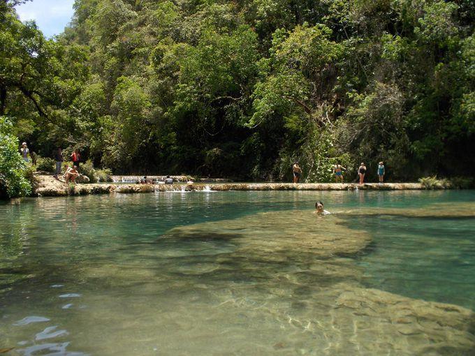 贅沢な天然プールで癒される!