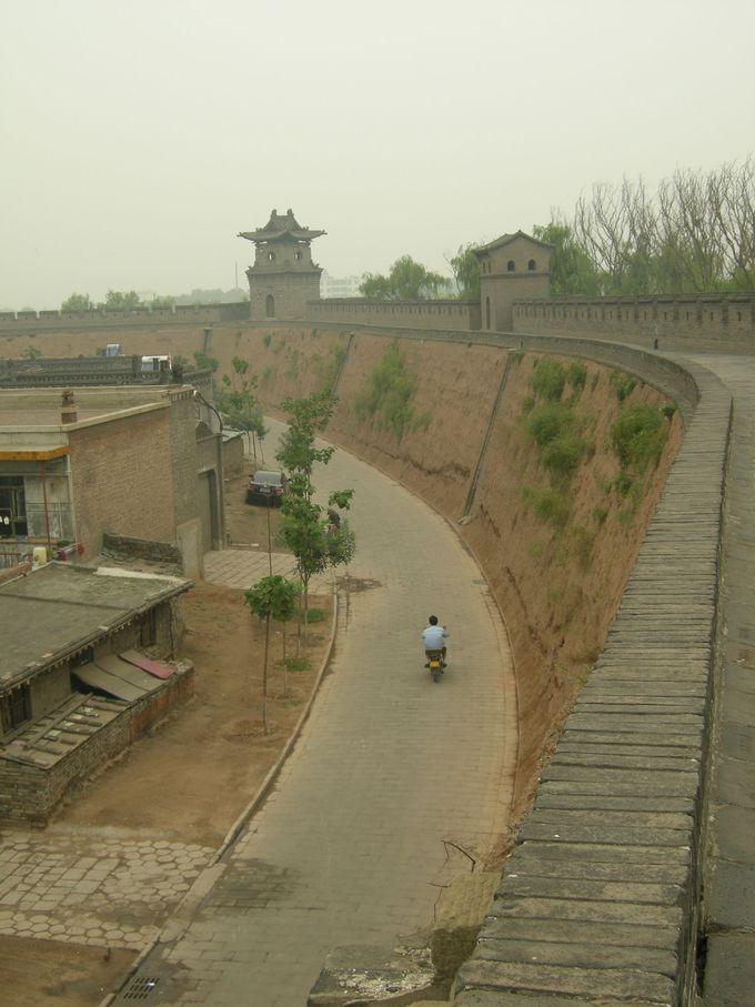 保存状態の良い城壁を一周