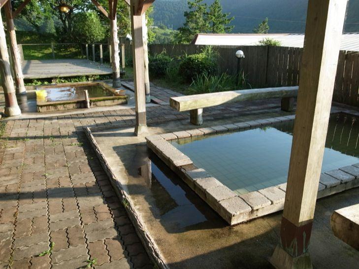 南関東では珍しい掛け流しの硫黄泉の露天風呂