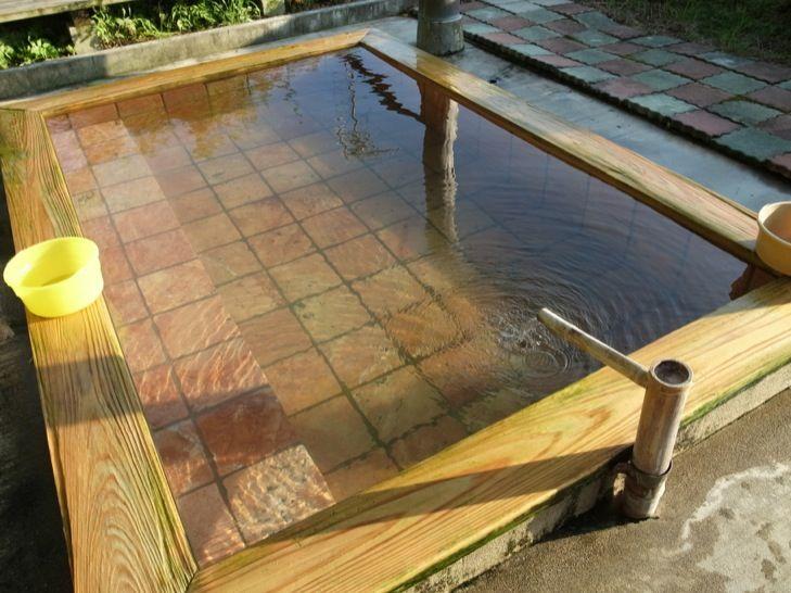 七里川温泉の硫黄泉は無色透明のヌルヌル系