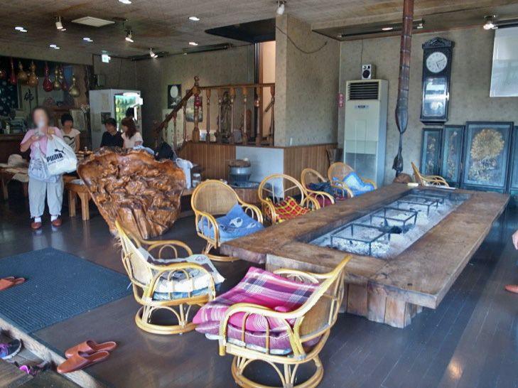 七里川温泉名物の囲炉裏は持ち込みOK!フロントで食材の購入も可