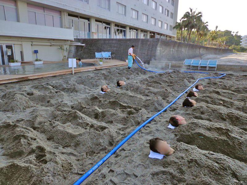 サウナや岩盤浴とは全く違う!「指宿いわさきホテル」で砂蒸し体験