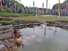 鯉のぼりイベント独り占め!鹿児島湯之尾温泉「ガラッパ荘」の雄大な河原の露天風呂|鹿児島県|トラベルjp<たびねす>