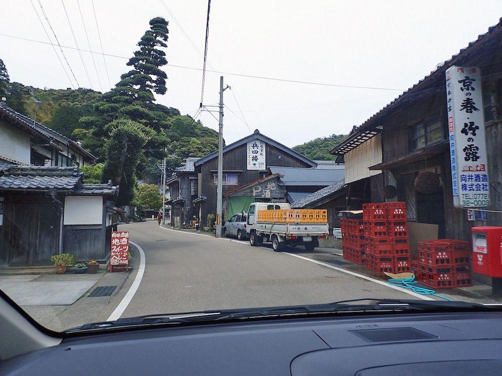 歴史を感じる伊根の町並み、しかし船に乗らないと一番の見所が見えない!