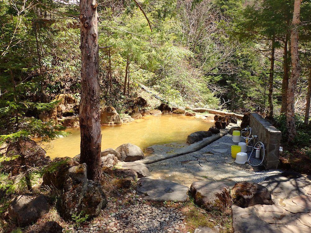 冬季閉鎖の絶景温泉!下呂「濁河温泉 市営露天風呂」のワンコイン露天風呂