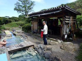 墓地の中にある秘湯!別府・明礬温泉「鶴の湯」は野湯なのにとってもキレイ|大分県|トラベルjp<たびねす>